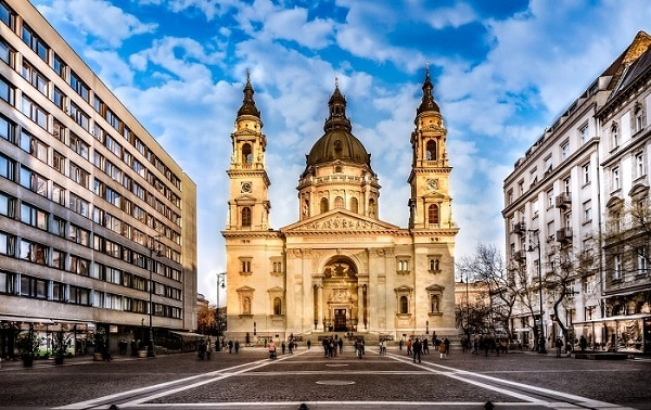 St-Stephens-Basilica-front-of-the-church-2-1170x908